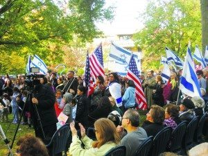 An estimated 700 people from different denominations and religions showed up to support the Solidarity Rally for Israel. (Photos by Dave Gil de Rubio)
