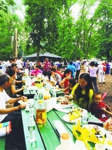 The Great Neck Chinese Association enjoyed themselves at their 2015 year-end barbecue.