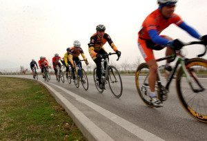 Military_cyclists_in_pace_line