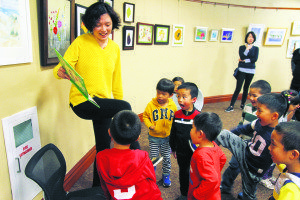Jing Wen teaches the children games.