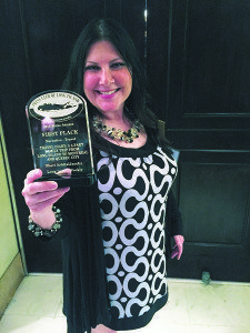 Sheri ArbitalJacoby accepts her Press Club of Long Island award.