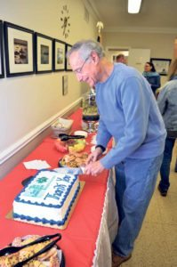 Dr. Bob Slifkin cuts the ceremonial cake.