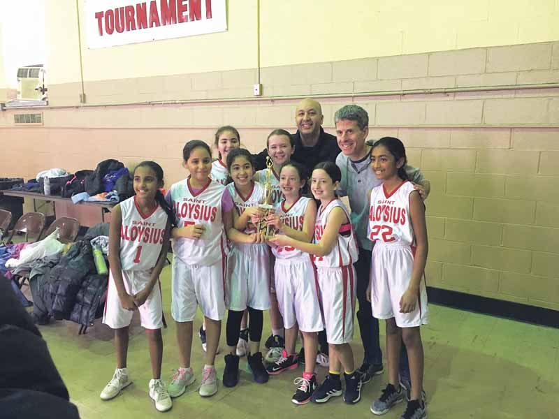 From left (front row): Shreya Deochard, Layla Malekan, Vivian Esfhani, Zoe Paisner, Lizzie Paisner and Amitha Kumar; (back row): Youval Zilka, Jenna Sobiecki, Coach David Esfhani and Coach Jonathan Paisner; and missing from photo: Tal Fokshner, Hayden Wong, Valerie Tabaroki, Sarah Ostrow and Coach Ryan Ostrow